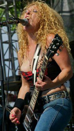 Women in rock Fille Heavy Metal, Heavy Metal Girl, Guitar Girl, Female Guitarist, Female Singers, Rock And Roll Girl, Women Of Rock, Lady, Sexy Hot Girls