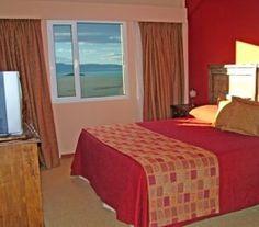 BI68790 - Calafate  -  Pcia de Santa Cruz. Tipo: Hotel 3* ab.: 18 - Plazas: 40 - Cat.: 3* - Estado: Excelente. Sup. cub.: 1.255 Mts2 - Terreno: 10.000 Mts2. Vista panorámica del Lago Argentino, Cordillera de los Andes y El Calafate. Lavandería. Piscina cubierta climatizada. Vestuarios. Gimnasio. Sala de masajes. Snack bar. Fax. Depósito de valijas.