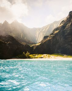 6 Things To Do In Kauai You Can't Miss - Dani The Explorer | Kauai is a dream destination for adventure lovers. With so many hikes, waterfalls, beaches and other things to do on this Hawaiian island, it should be on your travel bucket list if it isn't already! This blog includes the best secrets and Kauai gems you won't want to miss. Give this blog a read for more! | Kauai things to do | Kauai Hawaii | Kauai activities | Kauai secrets #kauai #travel #hawaii