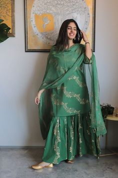 Fashion New Look Fashion New Look Party Wear Indian Dresses, Designer Party Wear Dresses, Indian Gowns Dresses, Indian Bridal Outfits, Dress Indian Style, Indian Fashion Dresses, Indian Designer Outfits, Indian Wear, Pakistani Designer Clothes