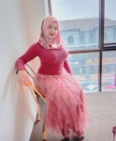 Beautiful Hijab Girl, Beautiful Blonde Girl, Beautiful Muslim Women, Arab Girls Hijab, Muslim Girls, Muslim Couples, Sexy Asian Girls, Sexy Hot Girls, Muslim Women Fashion