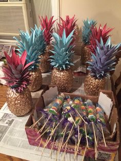 Fun with pineapples Hawaiian Baby Showers, Luau Baby Showers, Luau Party Decorations, Luau Theme Party, Adult Luau Party, Quince Centerpieces, Havana Nights Party, Sunset Party, Baby Gender Reveal Party