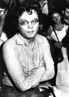 """Félix Guattari  escribió """"Para acabar con la masacre del cuerpo (""""Recherches n° 12, 1973), cuyo tema monográfico fue """"Tres mil millones de pervertidos: Gran enciclopedia de las homosexualidades"""". Allí participaban Gilles Deleuze, Michel Foucault, Jean Genet, Guy Hocquenghem y Jean-Paul Sartre. www.escucharte.info"""