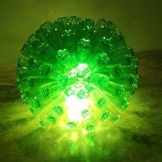 Cómo hacer una lámpara reciclando 125 botellas de plástico - How to recy...