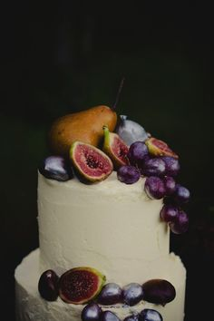 13 Stunning Wedding Cakes Topped With Fruit http://www.bloglovin.com/frame?post=3428784559&group=0&frame_type=p&blog=11078067&frame=1&click=0&user=0