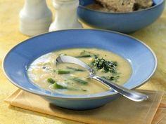 Kartoffelcremesuppe mit Petersilien-Pesto ist ein Rezept mit frischen Zutaten aus der Kategorie Kochen. Probieren Sie dieses und weitere Rezepte von EAT SMARTER!