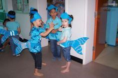Dolphin Costume, Fish Costume, Shark Costumes, Diy Costumes, Under The Sea Theme, Under The Sea Party, Costume Poisson, Art For Kids, Crafts For Kids