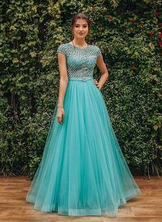 Indian Bridesmaid Dresses, Indian Gowns Dresses, Indian Fashion Dresses, Designer Anarkali Dresses, Designer Dresses, Vestidos Tiffany, Wedding Lehenga Designs, Fancy Dress Design, Long Gown Dress