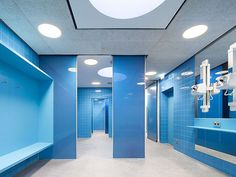 Geschwister-Scholl-School, Worms (GER) Photographer: © Daniel Vieser Floor-to-ceiling glass doors out of  colored laminated safety glass are used in the showers of the swimming pool. As a door closer for this space defining door, the RTS 85 frame door closer was installed behind a ceiling-flush cover. In contrast to a floor spring, this is suitable for damp rooms. #architecture #design #building #ArchitectureDesign #Smartandsecureaccesssolutions #TrustedAccess #dormakaba #RTS85