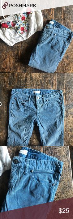 "Free people}• blue skinny corduroys Pre-loved in great condition• perfect for fall• size 29• ankle opening 6"" inseam 31""• have a bit of a stretch to them• Free People Jeans Skinny"