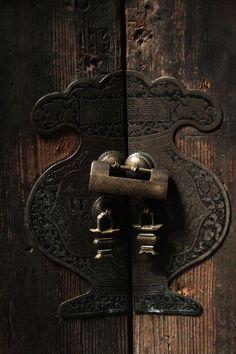 Door Latch | Life on Nanchang Lu