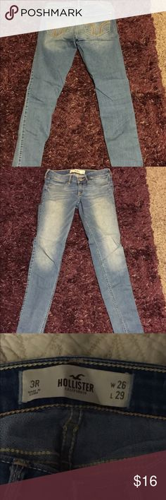 Light Wash Skinny Jeans Light Wash Hollister Jeggings in excellent condition! Size-3. Waist-26. #hollister #skinnyjeans #lightwash Hollister Pants Skinny