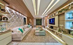O azul Tiffany traz delicadeza e cor à sala de TV projetada por Carolina Bastos na Casa Cor PR