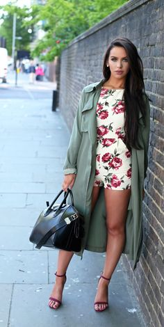 I love everything about this outfit. from the Romper to the bag to the strappy heels and yes the trench too! **** Floral Romper & Trench Coat / Fashion by The Beauty Bybel Fashion Mode, Look Fashion, Womens Fashion, Floral Fashion, Looks Chic, Looks Style, Mode Shorts, Spring Summer Fashion, Autumn Fashion