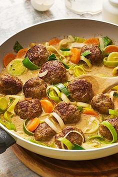 Meatballs with vegetables # stew # stew recipes # minced meat # recipes Healthy Chicken Recipes, Meat Recipes, Crockpot Recipes, Dinner Recipes, Meatball Recipes, Healthy Food, Clean Eating Tips, Clean Eating Snacks, Minced Meat Recipe