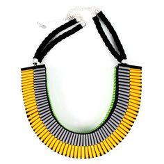 www.cewax.fr aime les bijoux ethno tendance Bijoux ethniques et style tribal. Retrouvez tous les articles sur la mode afro sur le blog de CéWax: cewax.wordpress.com/ grosgrain ribbon necklace