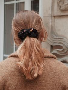 CHOUCHOUS – Scrunchie is back Scrunchies, Band, Collection, Fashion, Hair Style, Hair, Flowers, Black People, Accessories