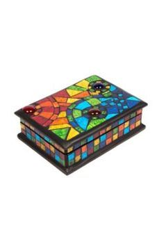Mosaic Jewellery Box ***No link just the pic Mosaic Crafts, Mosaic Projects, Stained Glass Projects, Mosaic Tray, Mosaic Glass, Glass Art, Mosaic Designs, Mosaic Patterns, Glass Jewelry Box