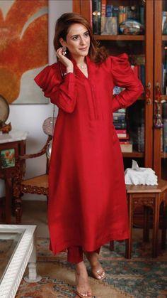 Asian Wedding Dress Pakistani, Pakistani Dresses, Fancy Dress Design, Dress Designs, Minimalist Fashion Women, Plain Dress, Stylish Girl Images, Traditional Outfits, Indian Fashion