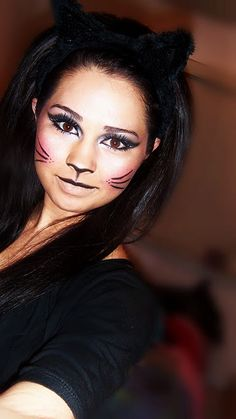 Loveee the cat makeup! need to remember this for halloween Fete Halloween, Holidays Halloween, Halloween Make Up, Halloween Face Makeup, Halloween Costumes, Halloween Dress, Halloween 2019, Maquillaje Halloween, Cat Makeup