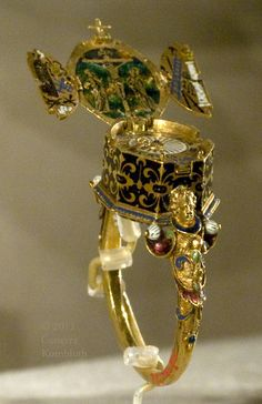 WatchRing akob Weiss, ring with watch and Crucifixion triptych with instruments of the Passion, gold and enamel, c.1585
