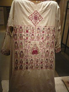 Coptic clothes from Byzantine Museum in Athens. Very Interesting! Seems to picture Saints! Early Christian, Christian Art, Medieval Embroidery, Early Middle Ages, Hijab Fashion Inspiration, Byzantine Art, Textiles, Traditional Fashion, Costume