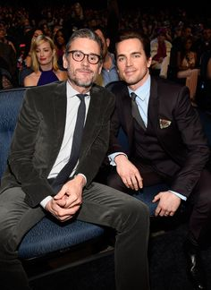 Pin for Later: Tous Les Moments des People's Choice Awards Que Vous Ne Verrez Pas à la Télé Matt Bomer et son mari, Simon Halls.