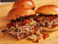 Easy Oven-Baked Pulled Pork Sandwiches With Pickled Peppers - Food Oven Roasted Pulled Pork, Pulled Pork Roast, Making Pulled Pork, Smoked Pulled Pork, Sandwich Recipes, Pork Recipes, Cooking Recipes, Crockpot Recipes, Chicken Recipes