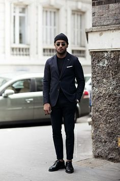 The Navy Blazer - Men's Wardrobe Essentials Mens Wardrobe Essentials, Men's Wardrobe, Fashion Moda, Mens Fashion, Style Fashion, Fashion Black, Fashion Styles, Winter Fashion, Stylish Men