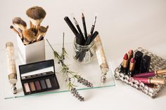 Alguns produtos guardados de forma incorreta podem fazer mal à pele. Por isso, tão importante quanto investir em maquiagens legais, é saber como conservar seus eleitos de beleza.
