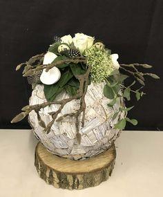 Deco Floral, Arte Floral, Easter Arts And Crafts, Diy And Crafts, Easy Diy Christmas Gifts, Christmas Decorations, Deco Originale, Paper Flower Backdrop, Beautiful Flower Arrangements