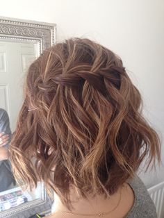 Wedding Hairstyles Medium Hair 30 Bridesmaid Hairstyles Your Friends Will Actually Love  Pinterest