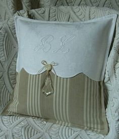 Sewing Pillows Pillow ~ Detail ~ this gives me the idea on updating a pillow without a lot of effort.or new pillows! Sewing Pillows, Diy Pillows, Decorative Pillows, Cushions, Throw Pillows, Pillow Ideas, Fabric Crafts, Sewing Crafts, Sewing Projects