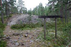 Susiuolalle vievän polun varrelta löytyy myös kivipuisto, pronssikautinen hauta sekä kivipelto. Finland Travel, Travel Tips, Plants, Outdoor, Outdoors, Travel Advice, Planters, Outdoor Games, Outdoor Living