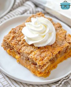 PUMPKIN PIE DUMP CAKE (+Video) The Country Cook - Pumpkin Pie Dump Cake gets it's name by dumping the ingredients into the baking dish. It is like a pumpkin pie and a spice cake all in one! Pumpkin Pie Cheesecake, Pumpkin Pie Recipes, Pumkin Pie, Cheesecake Recipes, Pumpkin Dishes, Pumpkin Bread, Dump Cake Recipes, Dessert Recipes, Blueberry Dump Cakes