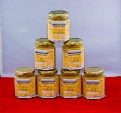 Eifelbienen-Honig mit Propolis im 200g Glas     Für Propolishonig wird Blütenhonig als Basishonig verwendet und 50%-ige Propolis-Lösung beigemischt.  Propolis-Inhalt im Honig 5%  Bienen produzieren Propolis um das Eindringen von Bakterien, Viren und Pilzen in den Stock zu verhindern. Der Propolis-Honig ist deshalb ein besonders wertvolles, hochwirksames Produkt.  Ein kostbares Geschenk der Natur wird hier zum Genuss!