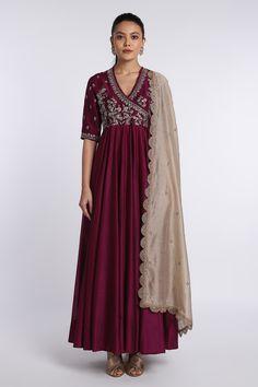 Designer Anarkali Dresses, Designer Party Wear Dresses, Kurti Designs Party Wear, Pakistani Dresses, Indian Anarkali, Anarkali Gown, Sharara, Churidar, Lehenga