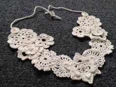 Handmade, crochet necklace, Irish crochet lance, cotton pendant.