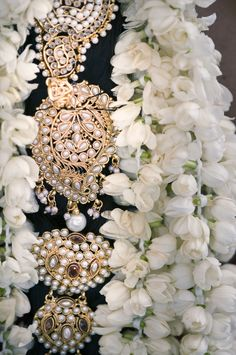 Bridal Ornamentation from an Indian wedding. This is a lovely piece. Wouldn't you agree. Indian Accessories, Bridal Hair Accessories, Bridal Jewelry, South Indian Bride, Indian Bridal, Asian Bride, Desi Wedding, Wedding Day, Destination Wedding