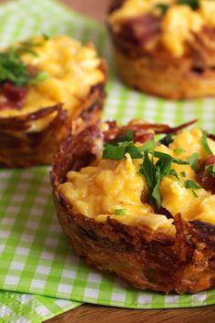 Ninhos de batata com ovos mexidos e chouriço. Ou bacon. Ou linguiça. | 16 receitas que provam que o ovo pode salvar sua vida culinária