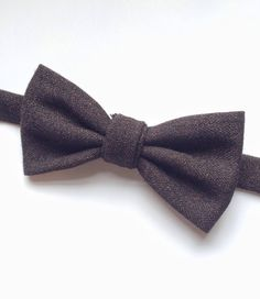 DESCRIPTION: Smarten up your look with this mens handmade brown tweed bow tie, with a twisted central loop. FABRIC: Tweed Wool  --------------------------------------------------------------------------------------------  DETAILS: • This bow tie is pre-tied • Attached to an adjustable strap fitting approx 15inch - 19inch neck size • Neatly packaged in a smart box with ribbon and tag attached • Lovingly handmade in the UK • Postage - UK delivery is sent first class with proof of postage, all…