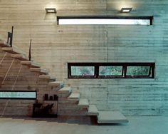 Resultados de la Búsqueda de imágenes de Google de http://www.archidir.com/wp-content/uploads/2010/07/6-Straight-staircase-of-Art-Warehouse-in-Boeotia-by-A31-Architecture-550x440.jpg