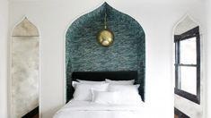 Hospitality entrepreneur Dustin Lancaster opens the five-room Hotel Covell in Los Feliz with a literary/luxury theme. Moroccan Bedroom, Moroccan Decor, Interior Exterior, Interior Design, Mediterranean Bedroom, Mediterranean Style, How To Dress A Bed, Headboard Designs, Headboard Ideas