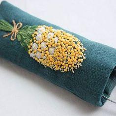 * . ミモザのメガネケース👓 . . #刺繍#手刺繍#手芸#embroidery#handembroidery#stitching#needlework#자수#broderie#bordado#вишивка#stickerei#ハンドメイド#handmade