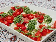 Broileria Italian väreissä - Topi-Keittiöt Caprese Salad, Bruschetta, Pesto, Ethnic Recipes, Food, Italia, Eten, Meals, Diet