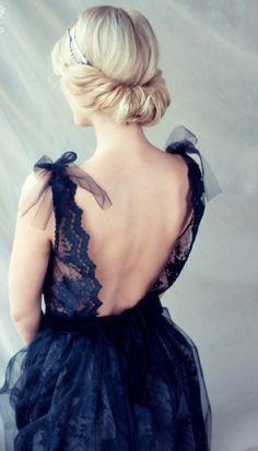 Jolie robe de soirée avec le dos nu