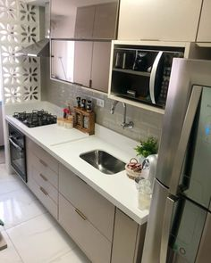 """For a small kitchen """"spacious"""" it is above all a kitchen layout I or U kitchen layout according to the configuration of the space. Kitchen Room Design, Kitchen Layout, Interior Design Kitchen, Kitchen Designs, Farmhouse Style Kitchen, Kitchen Dining, Kitchen Decor, Kitchen Tile, Kitchen Ideas"""