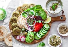 Are you looking for quick and easy healthy ideas? This healthy sharing board makes an impressive dinner party with totally delicious oven-baked falafel, refreshing yogurt sauce, warm pita bread, olives and lots of fresh veggies. I baked my falafel patties in the oven, so they are low in saturated and …