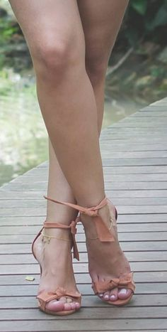 8 Effective Ways to Increase Height In 1 Week At Home Beautiful High Heels, Beautiful Toes, Lovely Legs, Sexy Legs And Heels, Hot High Heels, Stilettos, Pernas Sexy, Barefoot Girls, Women Legs