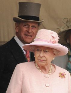 2009: Horse Races. Queen Elizabeth II (Elizabeth Alexandra Mary) (1926-living2013) UK & Prince Phillip Duke of Edinburgh (Philip Mountbatten-born Prince Philip) (1921-living2013) Greece, going to the horse races by Samir Hussein/WireImage on June 6, 2009. Prince Philip Queen Elizabeth, Queen And Prince Phillip, Prince Charles And Diana, English Royal Family, British Royal Families, Football Poses, Queen Hat, Royal Queen, Queen Elizabeth